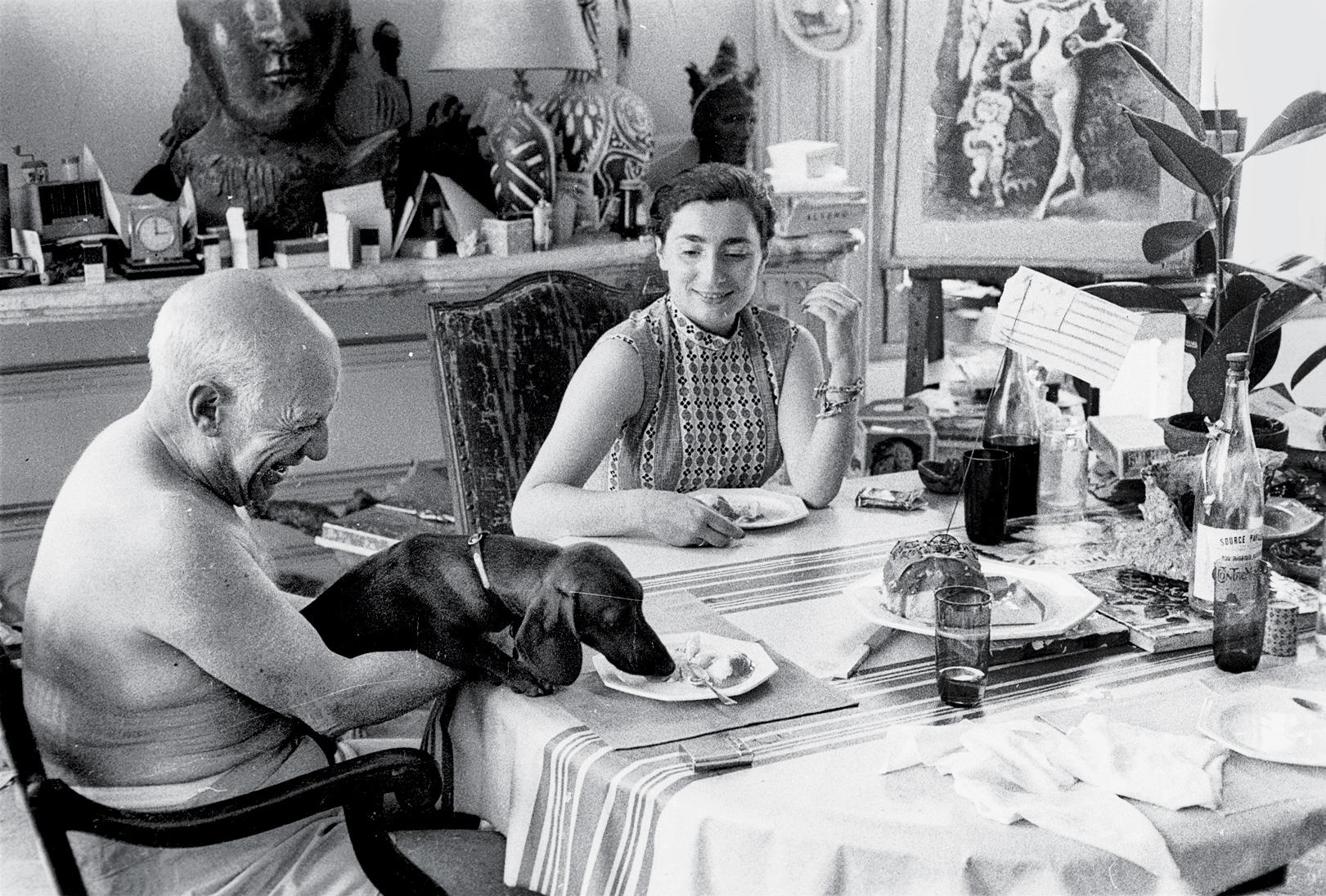 Picasso con Lump y Jacqueline Roque, foto: David Douglas Duncan.