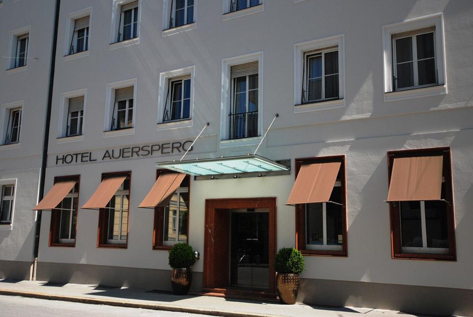 Fachada principal del Hotel Auersperg. Foto: Cathrine Stukhard.