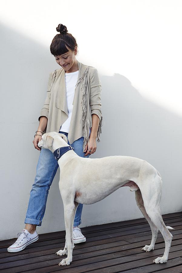 María, de Mister Dog, y Señor Jameson. El 5% de cada venta Mister Dog lo destina a SOS Galgos.
