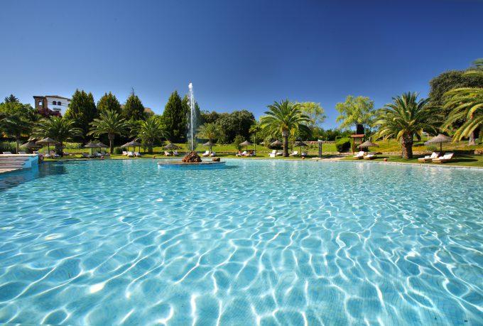 Irresistible, así es la piscina de La Bobadilla.