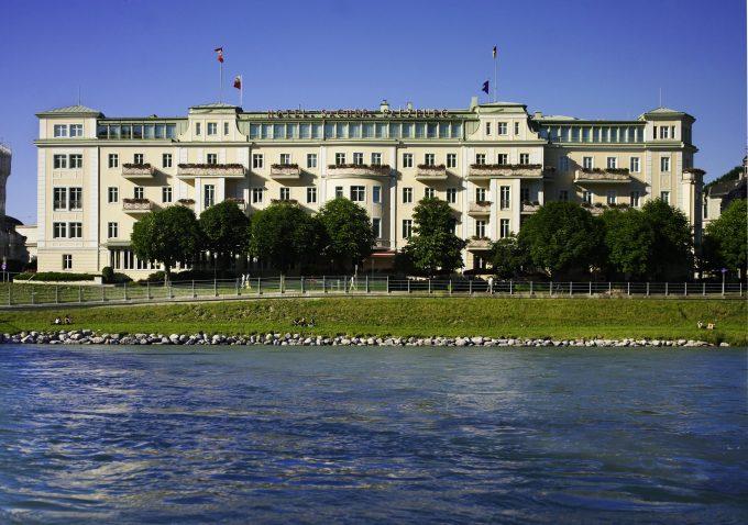 El hotel Sacher desde el río.