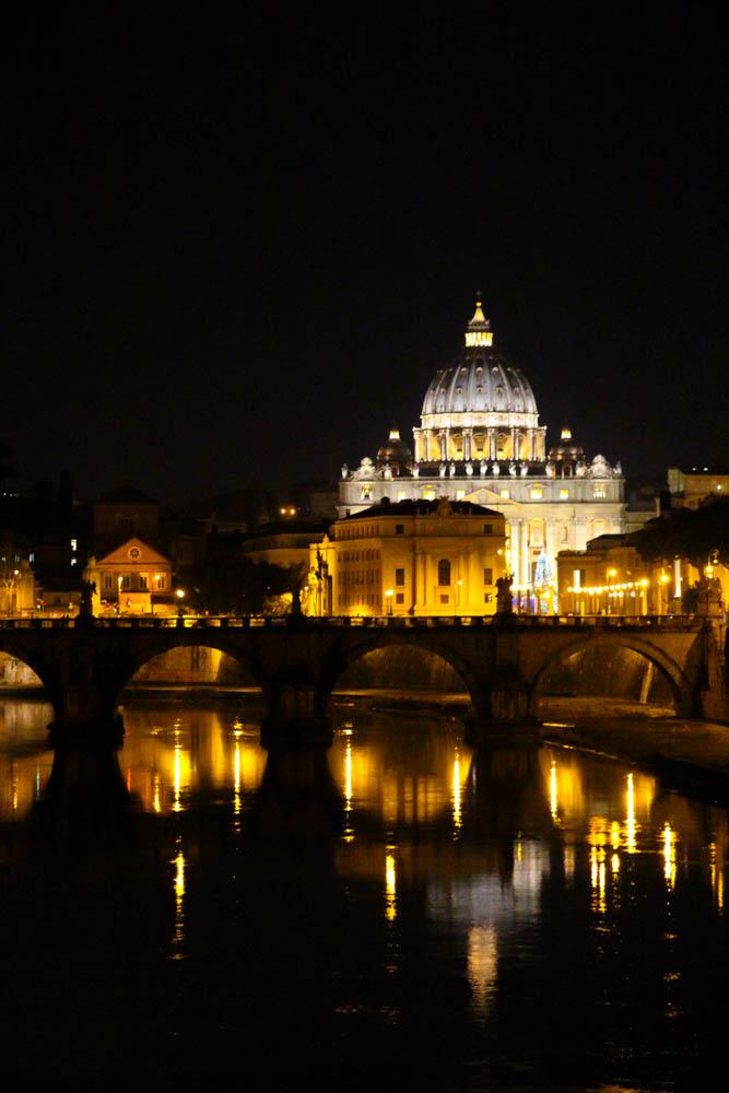 Con Eros caminamos, desde Casa Howard, hasta el Vaticano.