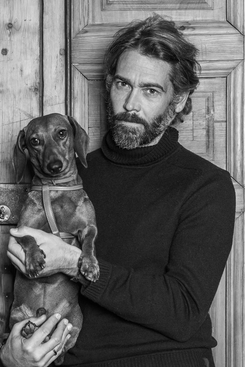 "<img src=""http://dogfriendlytraveler.com/Sebastian-Palomo-con-Eros.jpg"" alt=""Sebastian Palomo se suma a No Al Abandono de perros""/>"