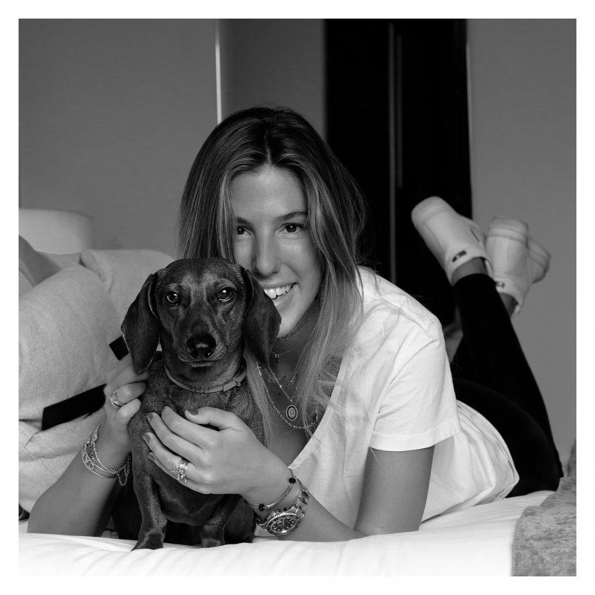Carla Hinojosa, buyer y apasionada de la moda, se suma a #NoAlAbandono