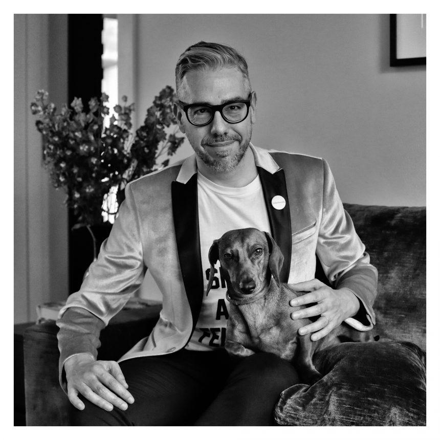 Agustín Kong, escritor, dice #NoAlAbandono de perros