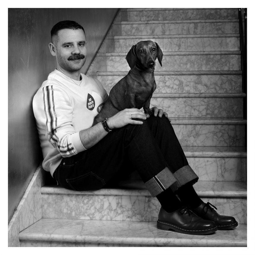 Ángel Vilda, diseñador ganador del 080, dice #NoAlAbandono de perros