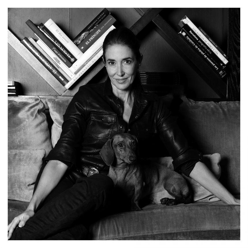Elsa Anka, presentadora de TV, dice #NoAlAbandono de perros