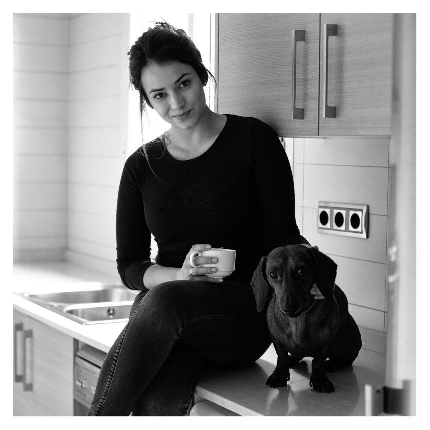Júlia Creus, actriz, dice #NoAlAbandono de perros