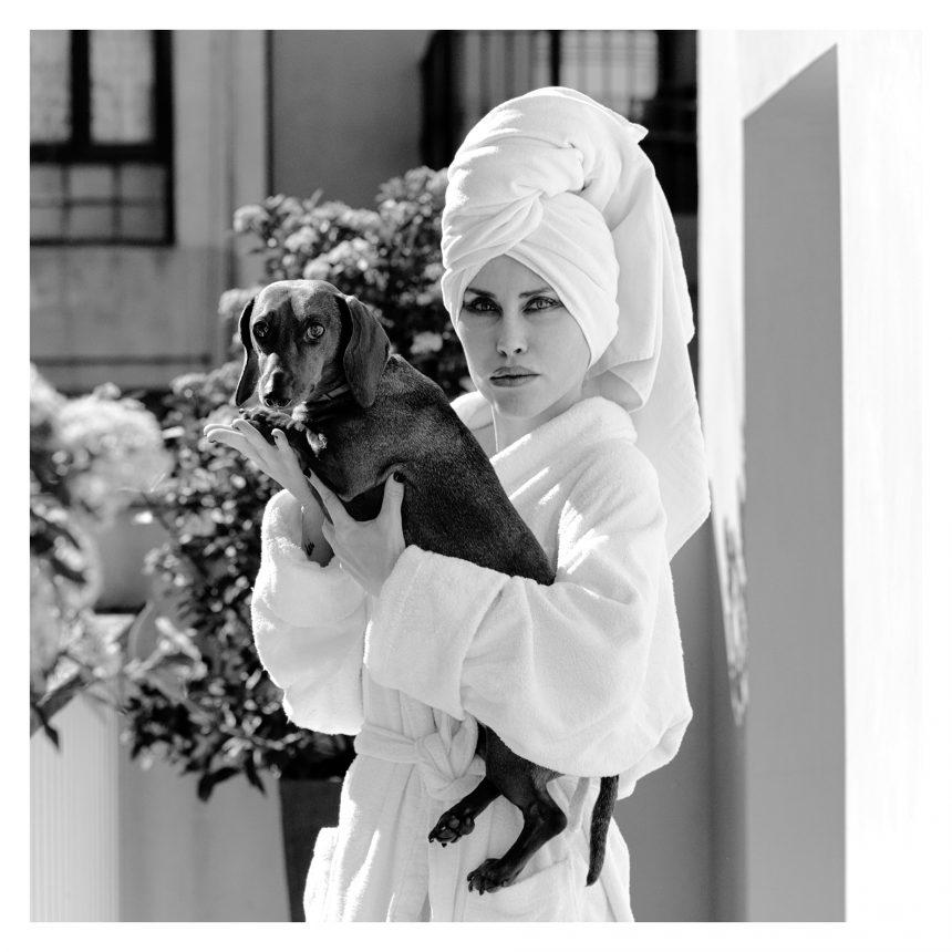 Olga Brisa, inmobiliaria, dice #NoAlAbandono de perros