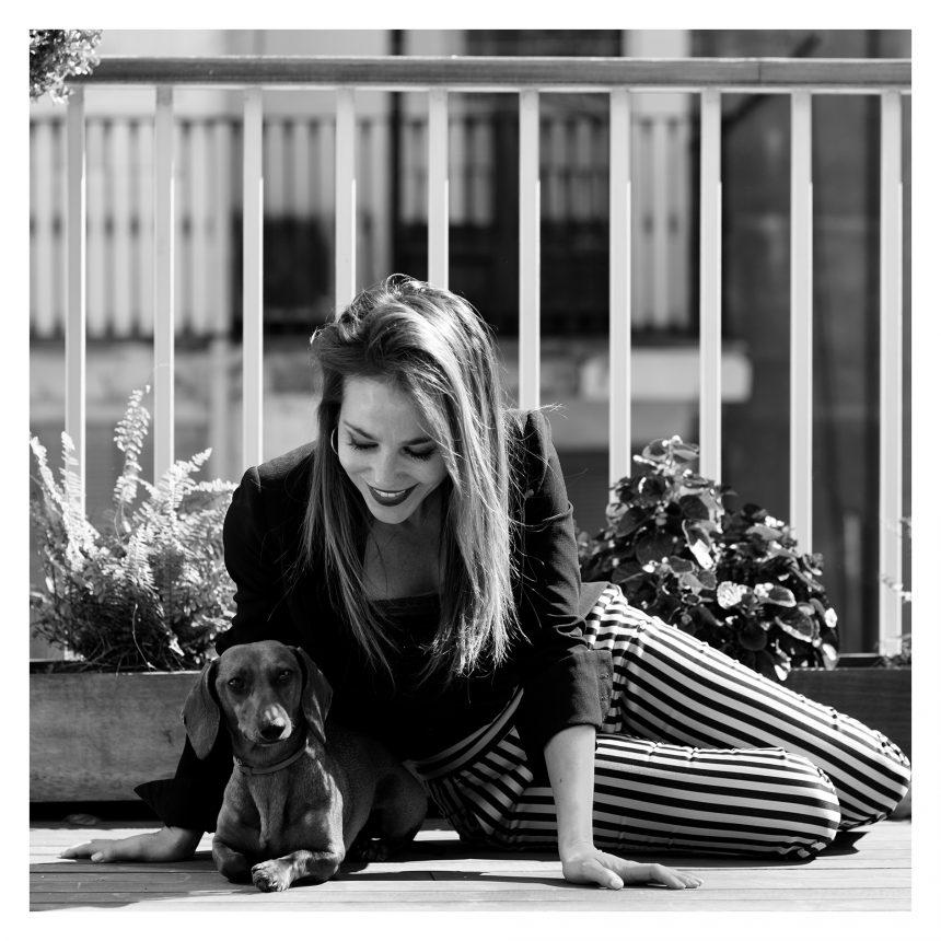 Ruth Jiménez, presentadora de TV., dice #NoAlAbandono de perros