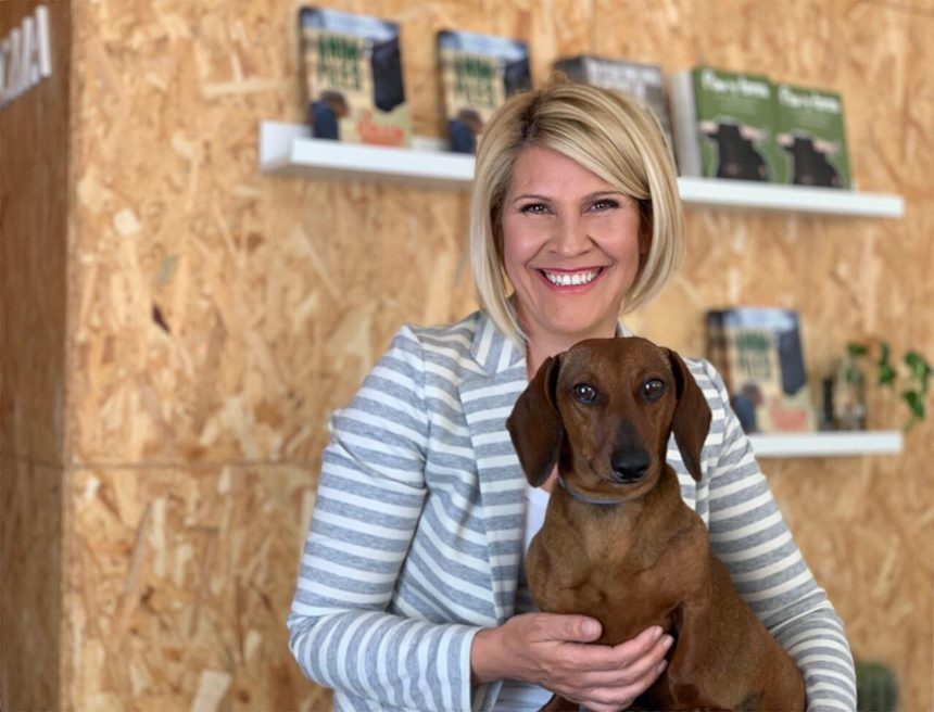 Silvia Barquero, presidenta del Partido Animalista PACMA, se suma a nuestra causa contra el abandono