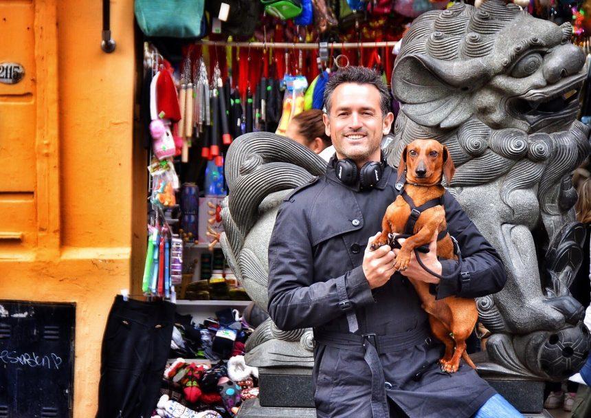 De compras por el barrio Chino y encuentro con un político importante de Buenos Aires