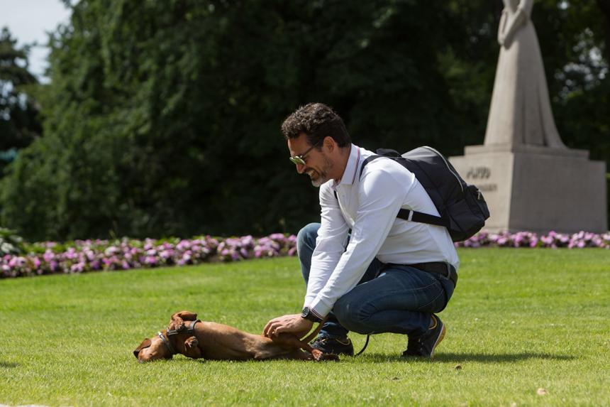 Paseo con Eros por el jardín del Palacio Real de Oslo